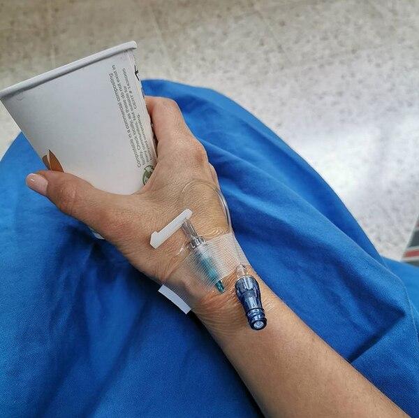 Presentadora Lussania Víquez visitó el Hospital San Juan de Dios para sus chequeos médicos de rutina con su doctora oncóloga. Foto: Instagram.