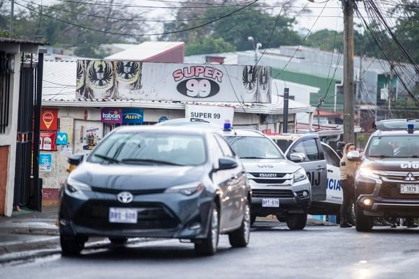El ministro de Salud recomendó que todos los habitantes de Pavas usen mascarilla en vía pública. Fotografía: José Cordero
