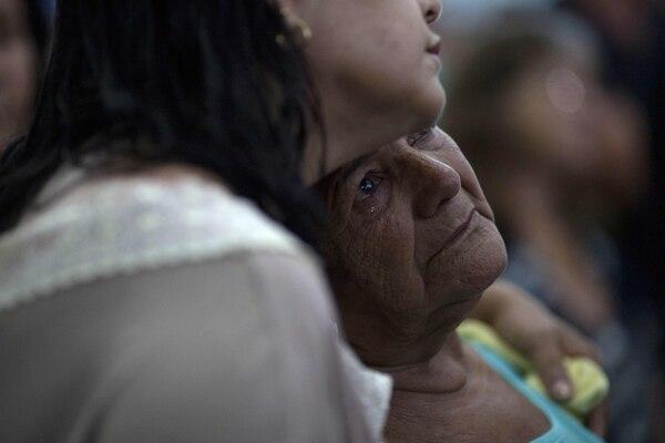 El 31 de enero hubo una misa por las personas fallecidas. Muchos rezaron por ellos. AFP