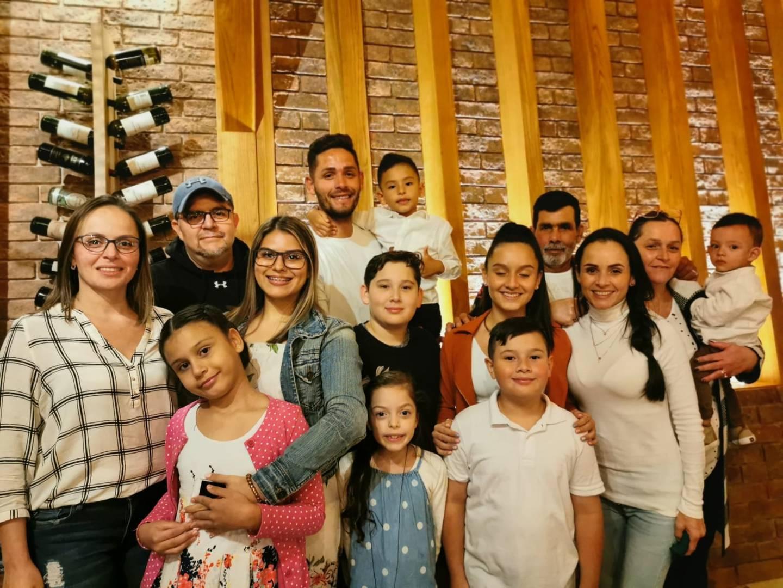 Familia de Jonathan Moya. Cortesía.