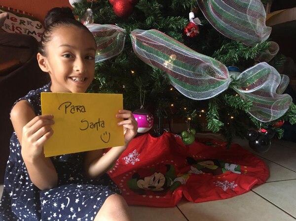 Alany Saenz también le escribió a Santa para pedirle sus regalitos. Foto: Cortesía.