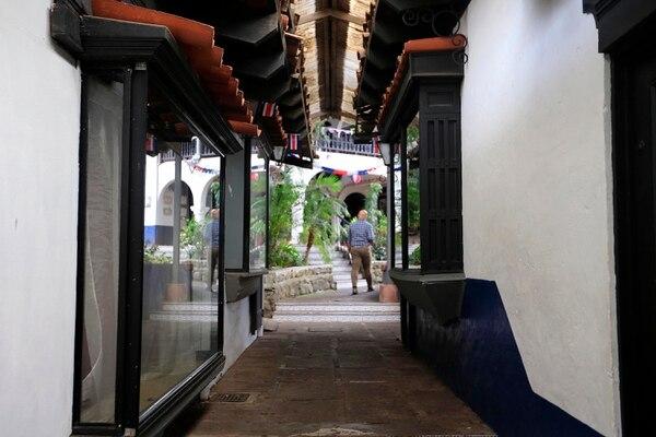 En El Pueblo se ubicaron buenos restaurantes, discotecas, tiendas y hasta hubo un salón de patines. Rafael Pacheco.