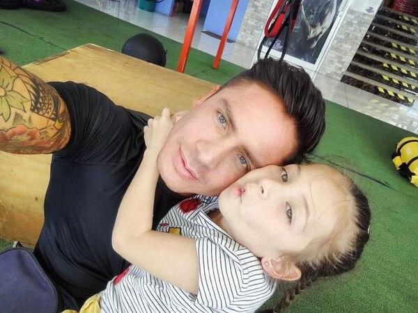 El musculoso tiene una hija de nombre Noemi, de 7 años, fruto de otra relación. Cortesía