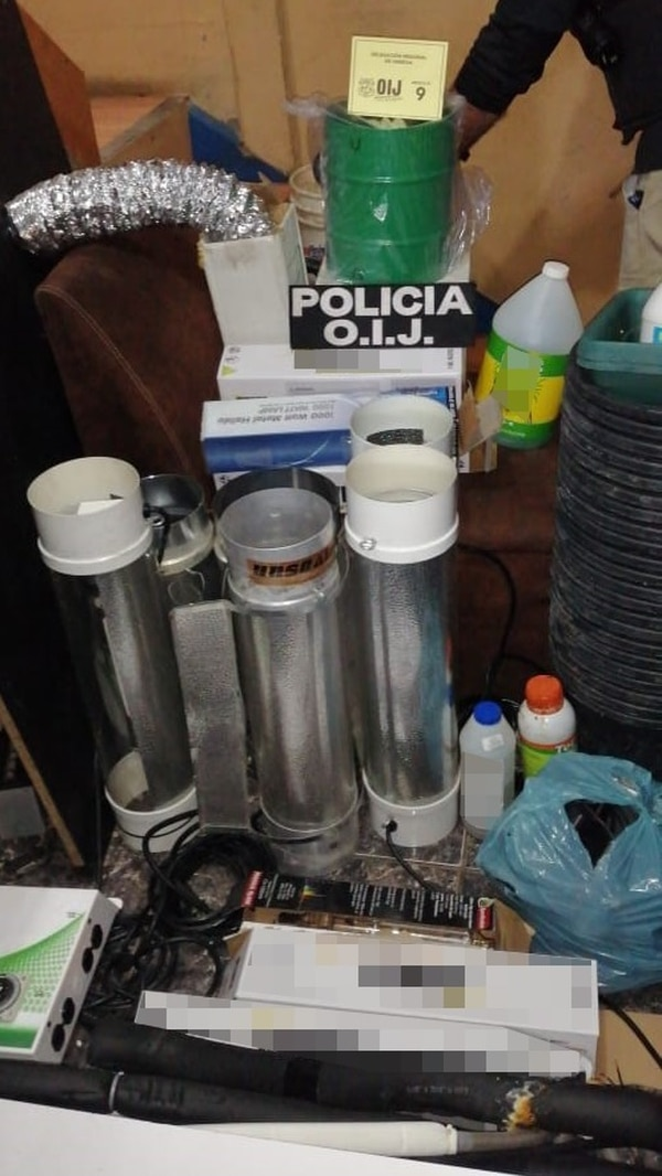 La policía decomisó artículos usados para sembrar marihuana. Foto: OIJ.
