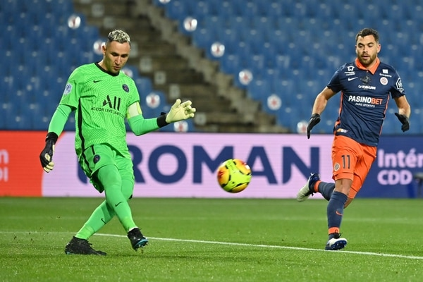 El costarricense Keylor Navas quiere evitar quedar fuera de la Champions League en fase de grupos por primera vez en su carrera. Foto: AFP