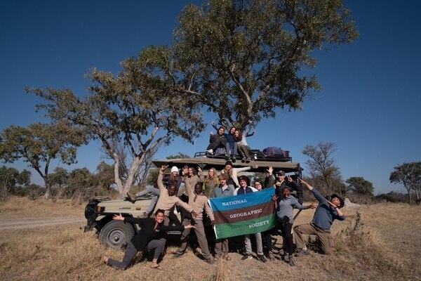 En el 2019 también estuvo en Zimbabue. El tico es el de gorro a mitad del carro. Foto: Simone Levine.