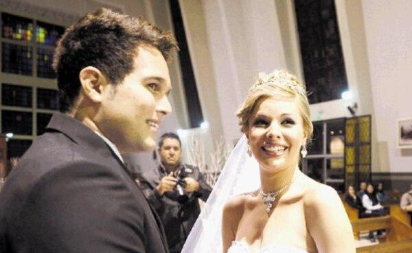 El cantante se casó con Stephanie, su primera esposa, por la iglesia. Archivo