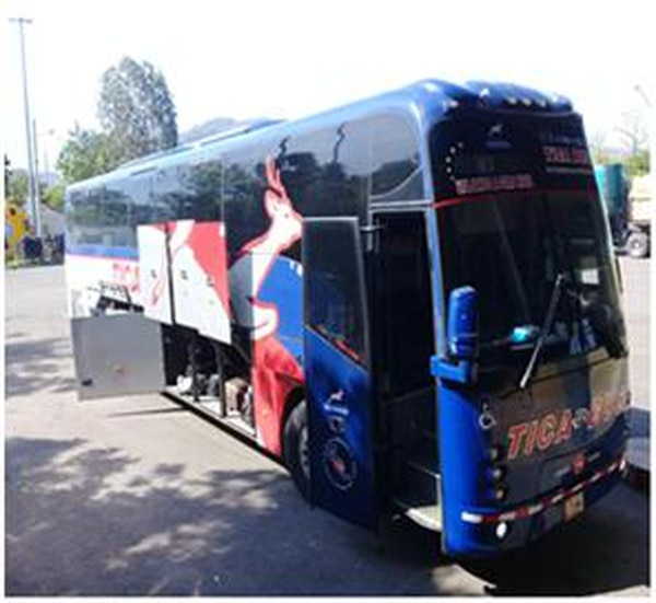Dentro de este bus es donde aparentemente llevaba la droga oculta. Foto Fiscalía de El Salvador