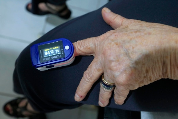 Este pequeño aparato puede ser clave para que un paciente derrote al covid-19. Foto: Rafael Pacheco.
