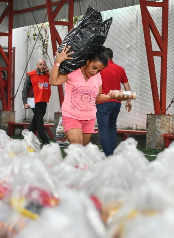 Doña Rosa Vargas, vecina del barrio Los Ángeles en San José, diay, nada más que decirle a la foto. Foto Jorge Castillo.