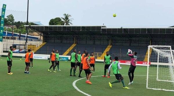 Con salarios al día hasta que da gusto entrenar. Foto: Limón FC