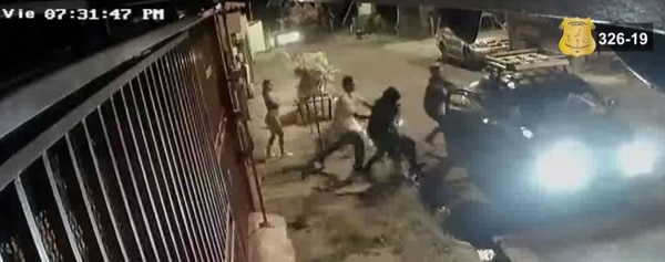 Los tres hombres sospechosos del asesinato de Víctor Julio González Sánchez quedaron grabados en una cámara de seguridad. Foto: OIJ