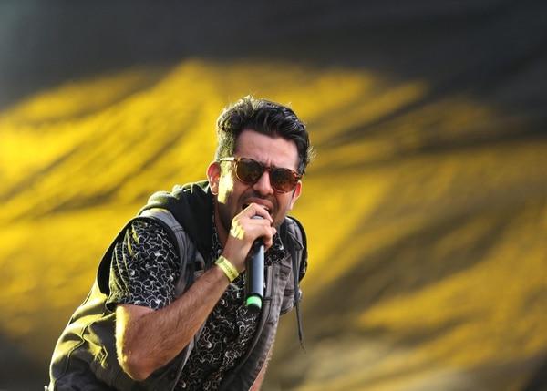 Su vocalista Esteban Ramírez se la pasa contando en las redes sociales del grupo cómo les va en cada concierto. Foto: Albert Marín