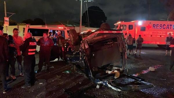 Nueve personas que iban en la buseta resultaron heridas. Foto: Cortesía para La Teja