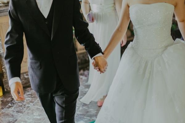 Si piensa casarse sepa que le van a cobrar más. Foto: Pexels.com.