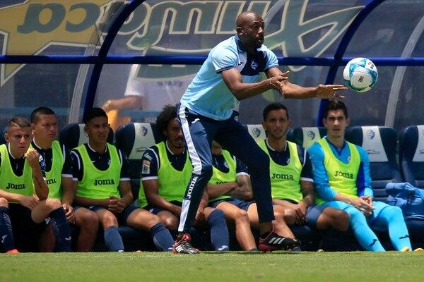 Paulo César Wanchope, como técnico del Cartaginés en los inicios del Apertura 2018. Foto: Rafael Pacheco