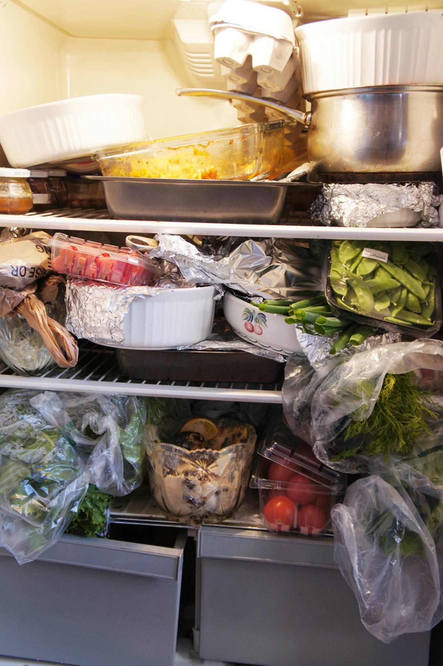 Los costarricenses tenemos buenas intenciones de no desperdiciar comida, pero debido a las malas mañas al comprar y conservar alimentos, terminamos botando miles de toneladas al año