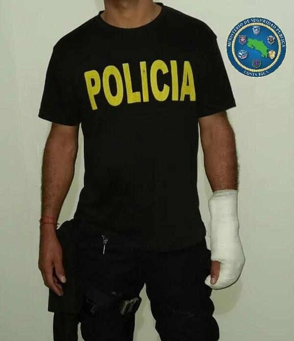 A uno de los uniformados hasta le fracturaron un brazo por cumplir con su deber. Foto MSP