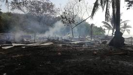 Quema de charral arrasó tres casas y dos lanchas en Golfito