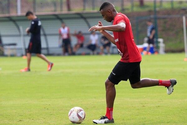 Jhamir Ordain también tuvo su primer entrenamiento con el León. Foto Rafael Pacheco