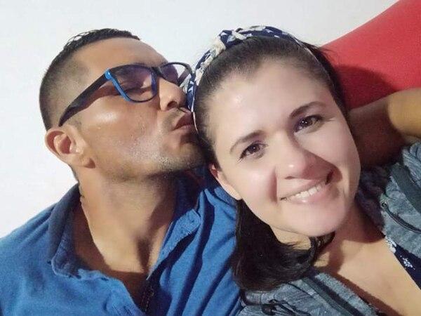 El policía Juan Carlos Bonilla Castro y su esposa Linett Arias tienen ocho años de compartir la vida juntos. Foto: Cortesía Linett Arias