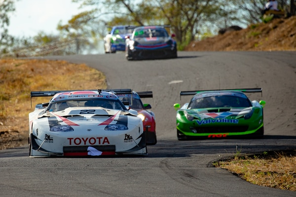 Emilio 'Milo' Valverde, en su Toyota Supra, fue el ganador de la primera fecha del Centroamericano de Automovilismo en El Salvador. Cortesía: SISU Estrategias