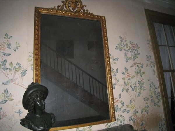Aquí el espejo maldito de la finca Myrtl. Cortesía.