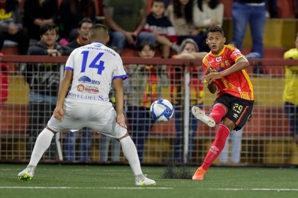 Nextalí Rodríguez entró iluminado al partido, le puso toda su luz al segundo tiempo anotando un gol y provocando el penal que significó el 2-0. Foto José Cordero.