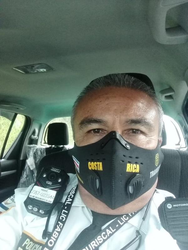 Don Fabio tiene 26 años de trabajar como tráfico. Foto cortesía Fabio Badilla.