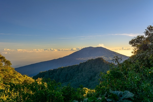 Esta foto fue tomada el mismo día. Es el amanecer del volcán Turrialba, vista desde el volcán Irazú. Foto: Ricardo Rojas.