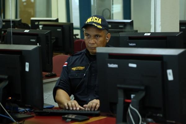 El policía Nardy Álvarez quedó ciego hace diez años y se convirtió en un ejemplo de superación. Foto: MSP.