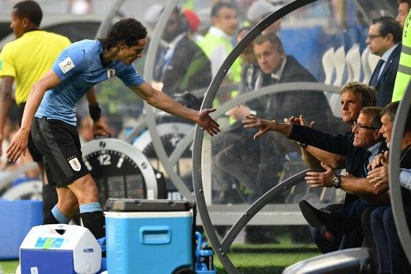 Tabárez afirma tener recambios para bajas como la de Edinson Cavani. Foto: AFP