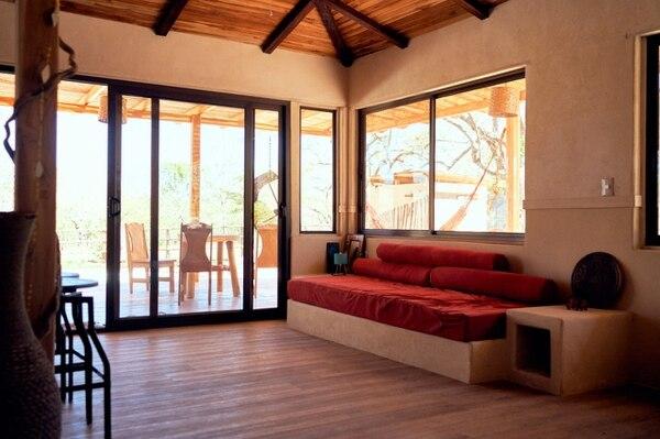 Esta casa en Playa Avellanas está hecha con una mezcla de cáñamo y cal por la empresa Zegreenlab. Foto Cortesía