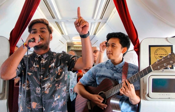El primer concierto se dio el pasado miércoles y la línea aérea promete que es muy seguro. AFP
