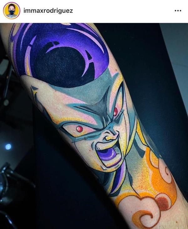 """Alrededor de siete horas se duró en la realización de su tatuaje del personaje animado de """"Freezer"""". Foto: Cortesía Luis Carlos Monge."""