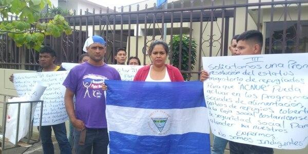 Un grupo de nicaragüenses se manifiesta frente a la OEA en Rohrmoser. Foto: Cortesia Óscar Lindo.