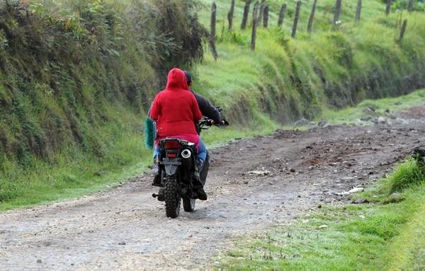 El Gobierno está convencido de que las motos dos tiempos deben ir desapareciendo poco a poco del país, sobre todo porque no fueron hechas para carreteras sino para zona rural, para fincas. Alonso Tenorio.