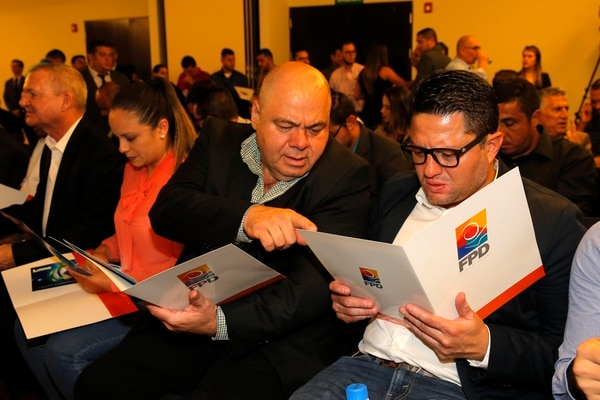 Jafet Soto y Orlando Moreira están siendo investigados por si se metieron en la administración del Municipal Grecia. Fotos: Mayela López