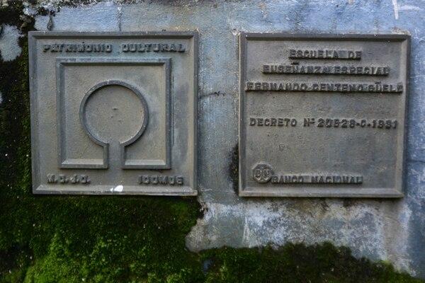 Hasta las placas que muestran la declaratoria de Patrimonio Histórico Arquitectónico están deterioradas. José Díaz / Agencia Ojo por Ojo.