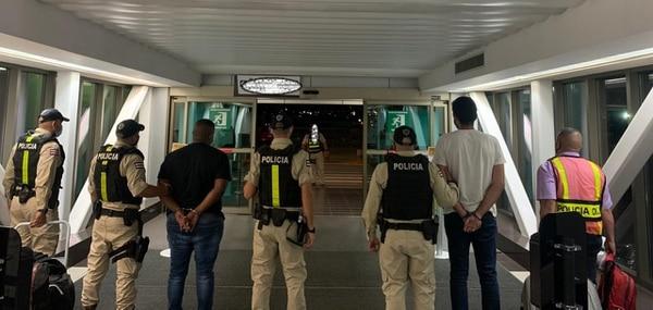 Los extraneros fueron detenidos cuando iban a salir del país. Foto: OIJ