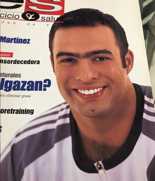 Jorge Martínez ahora luce sin cabello y con sus cejas muy bien definidas. Instagram
