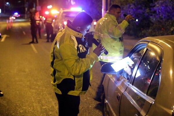 Las medidas se establecieron debido a que muchos conductores no quieren hacer caso. Foto Alonso Tenorio