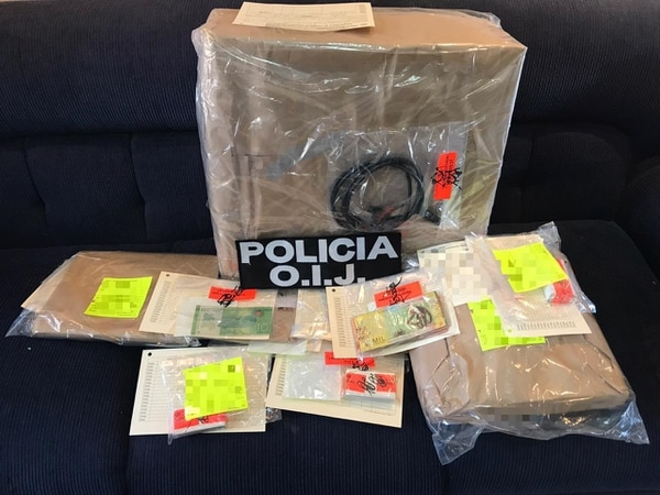Las autoridades decomisaron gran cantidad de evidencia. Foto: OIJ