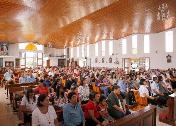 En la iglesia de Barva de Heredia fue la significativa ceremonia. Foto Albert Marín.