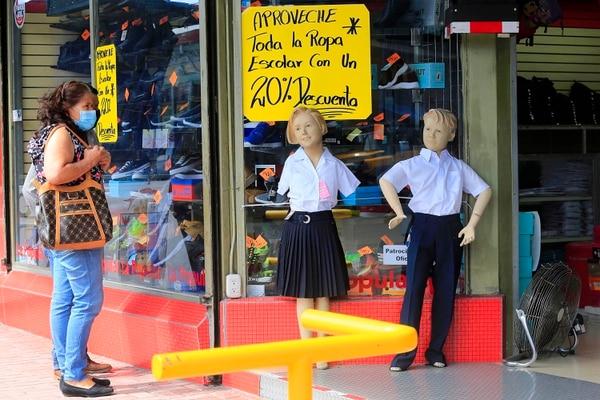 La situación económica de algunos hogares es tan complicada que no tienen para comprar uniformes escolares. Foto: Rafael Pacheco