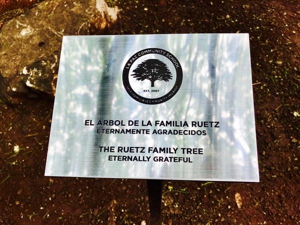Esta es la placa que fue colocada en honor a la familia de Don. Foto cortesía Don Ruetz.