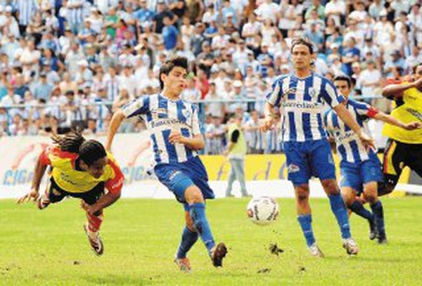 Los florenses podrán volver a festejar los goles de Jonathan McDonald. Foto: Archivo.