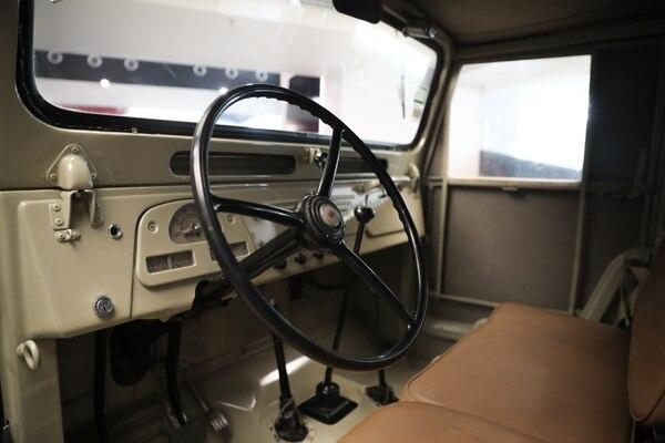 Los volantes de los años cincuenta eran grandes porque como no existía la manivela hidráulica, había que meterle buena fuerza para doblar a la izquierda o la derecha. Jeffrey Zamora.