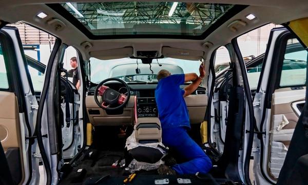 Con la plata que se blinda un carro alcanzaría para comprar otro vehículo. AFP