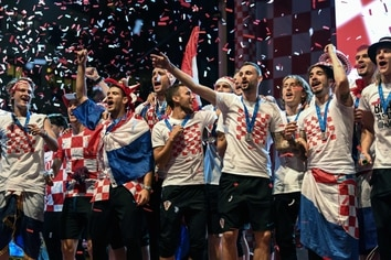 Croatian national football team players attend a welcoming ceremony at the Bana Jelacica Square in Zagreb on July 16, 2018, after reaching the final at the Russia 2018 World Cup. / AFP PHOTO / DIMITAR DILKOFF